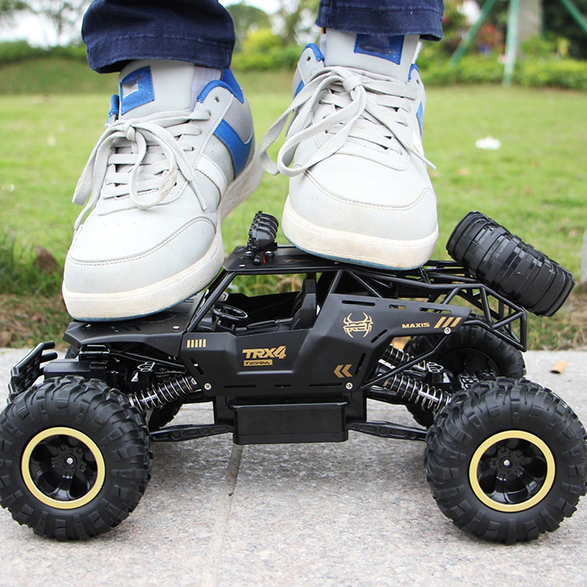 1/12 2.4G 2WD RC Car Crawler Truck Metal Body Vehicle Models Toys Indoor Outdoor Toys